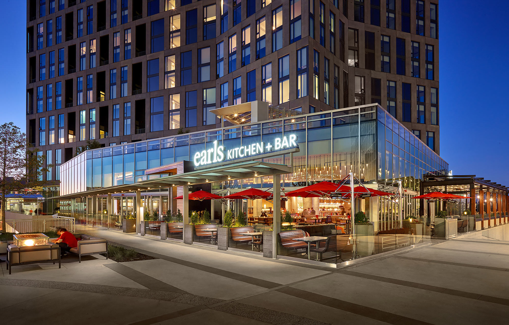 Earls-Restaurant-Tysons-Corner-Exterior-Architectural-Photography