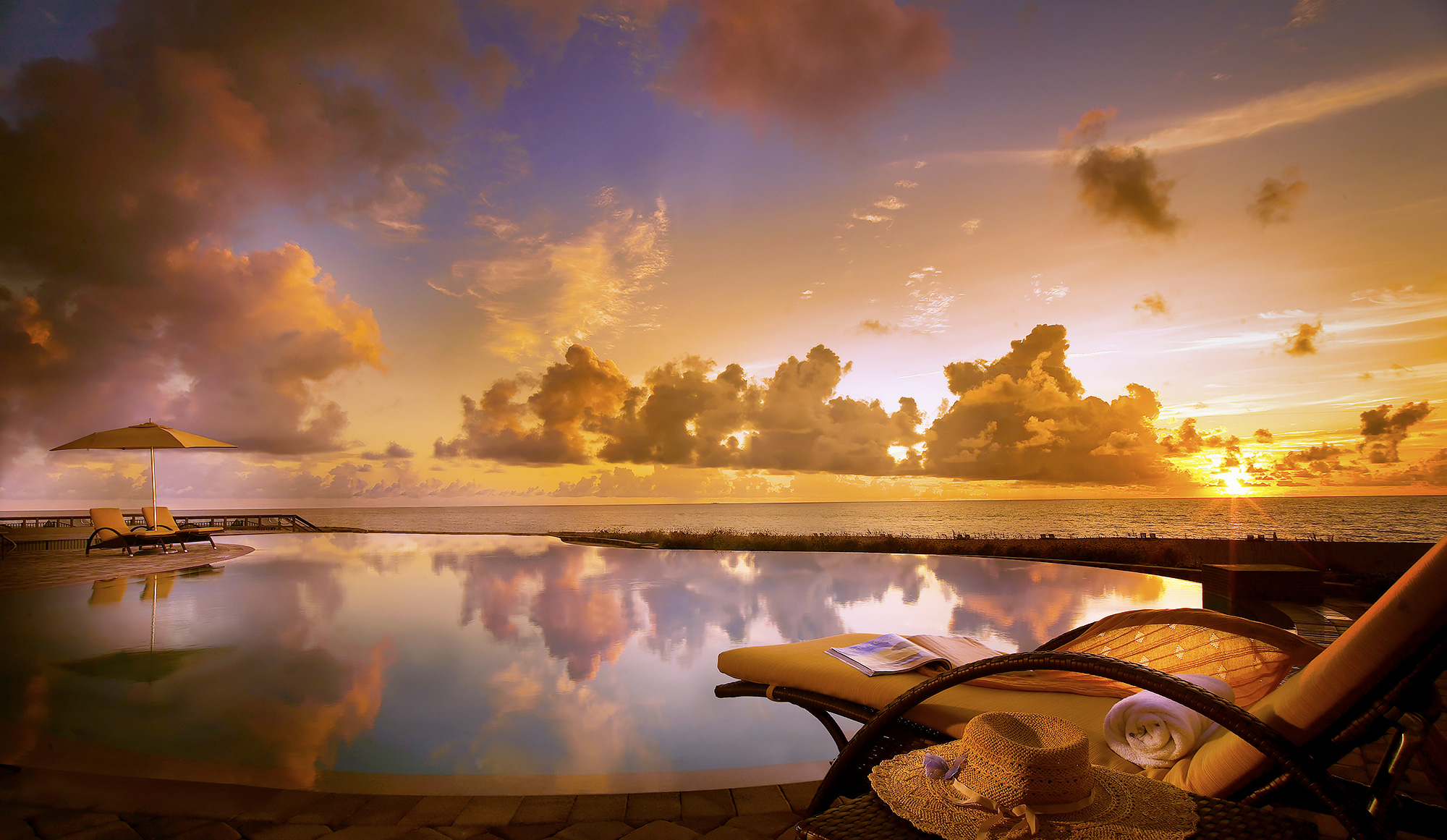 Luxury-Real-Estate-Photography-Exterior-Palm-Beach-Pool-Sunrise
